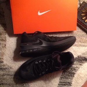 Nike Air Max Infuriate Basketball Ball Shoes